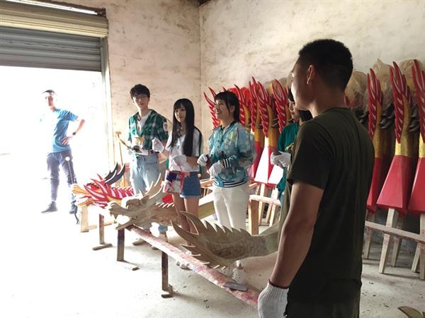 本公司产品有幸亮相参与摄制!中央电视台拍摄新义村海龙龙舟队祭屈仪式!